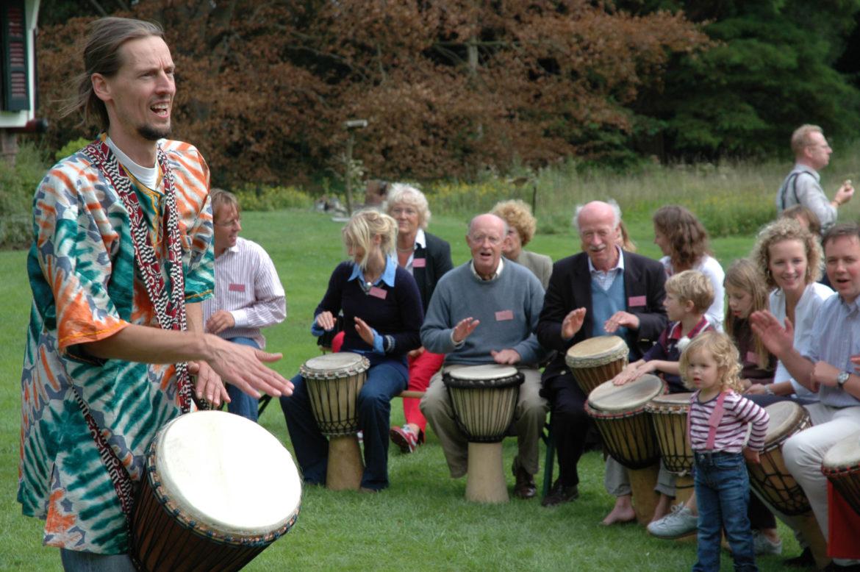 De PowerJam – vrolijke, muzikale percussie workshop met veel energie en een enorme bak herrie!