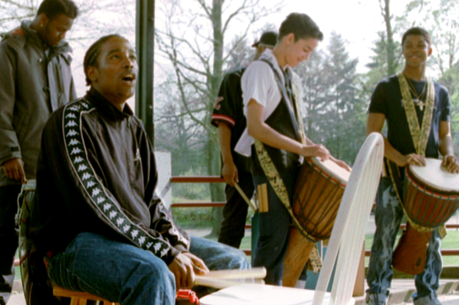 Met 'lastige' jongeren uit de Hoenderloo Groep een spetterend percussie optreden verzorgd.