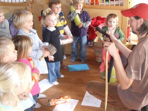 Afrikaanse Percussie Workshop voor Kinderen: op reis door de jungle komt De Percussie Karavaan o.a. slangen tegen...