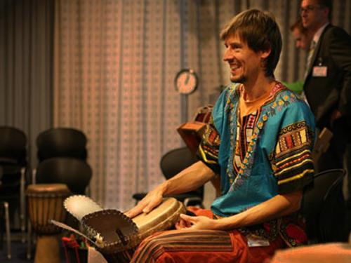 Coen van Vollenhoven - percussie workshop bij Pink Roccade